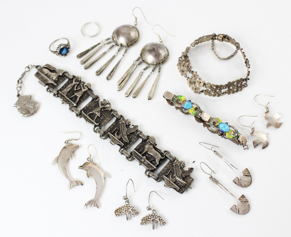 A selection of silver and white metal jewellery, to include an Arts & Crafts enamel bracelet by