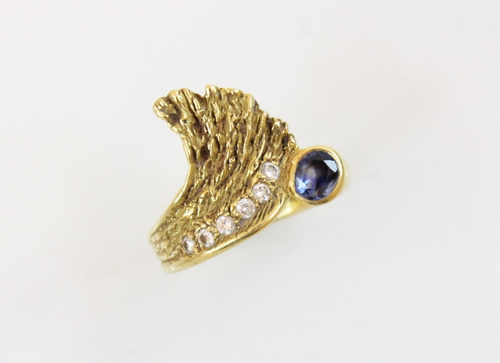 A sapphire and diamond 18ct gold ring, designed as an open wing, set with an oval mixed cut sapphire - Image 3 of 3