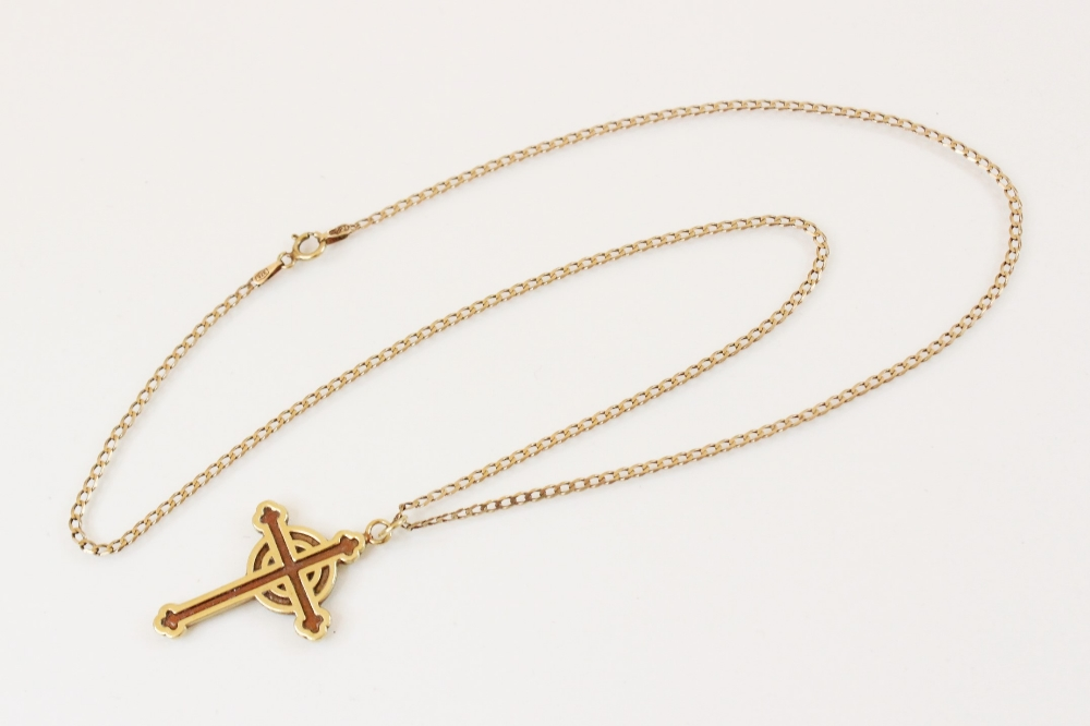 A 9ct gold Celtic cross pendant, marks for Sheffield 1994, 31mm x 22mm, set to a 9ct gold curb