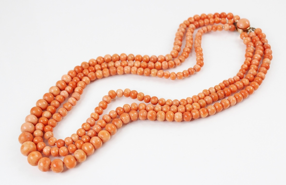 A Victorian three row coral beaded choker necklace, comprising three rows of graduated polished - Image 2 of 4