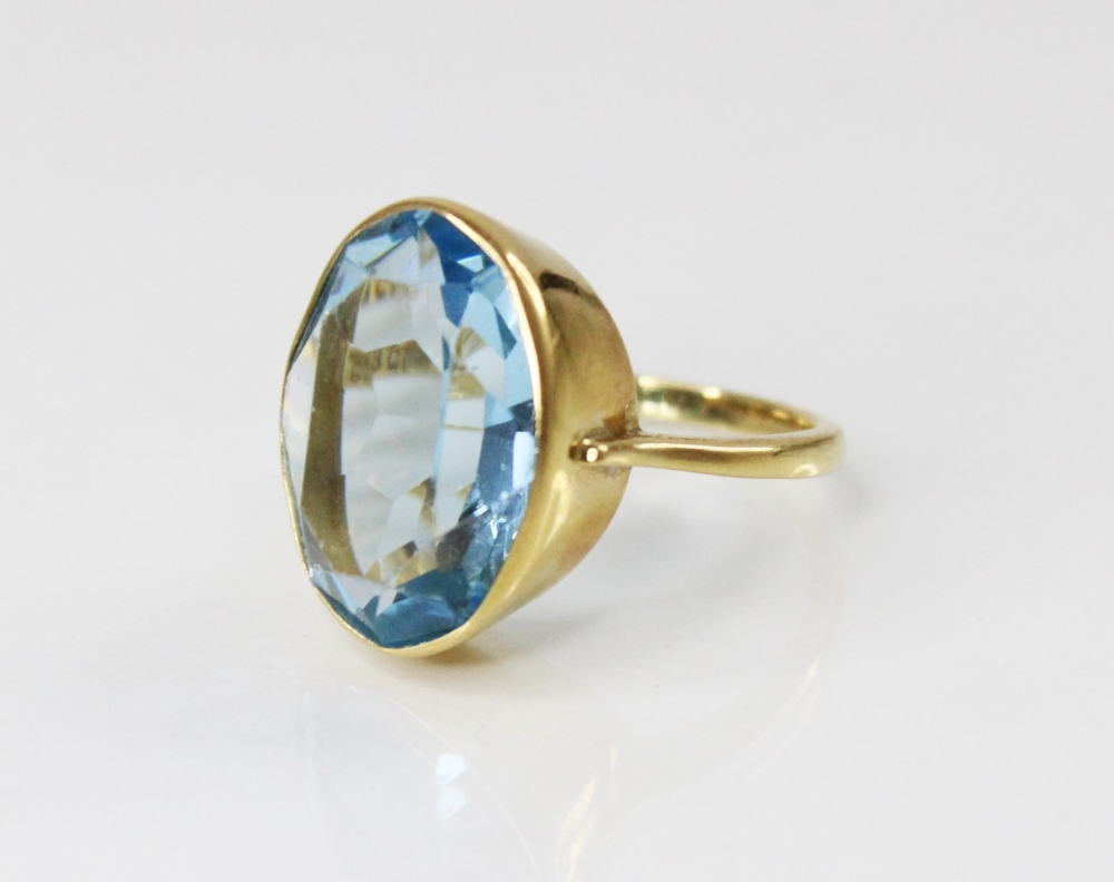 An 18ct gold paste set cocktail ring, the central oval mixed cut blue paste (measuring 20mm x 14mm),