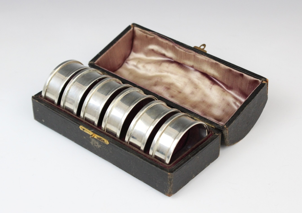 A cased set of six George V silver napkin rings by Henry Griffith & Sons Ltd, Birmingham 1937,