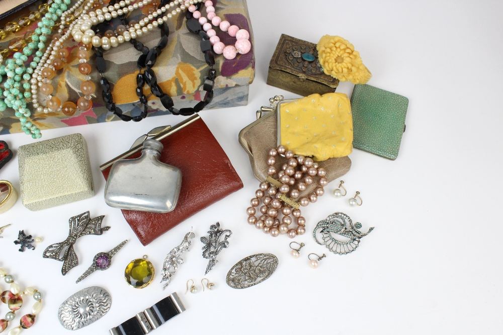 A large quantity of vintage and costume jewellery and accessories, to include a pair of cultured - Image 3 of 4