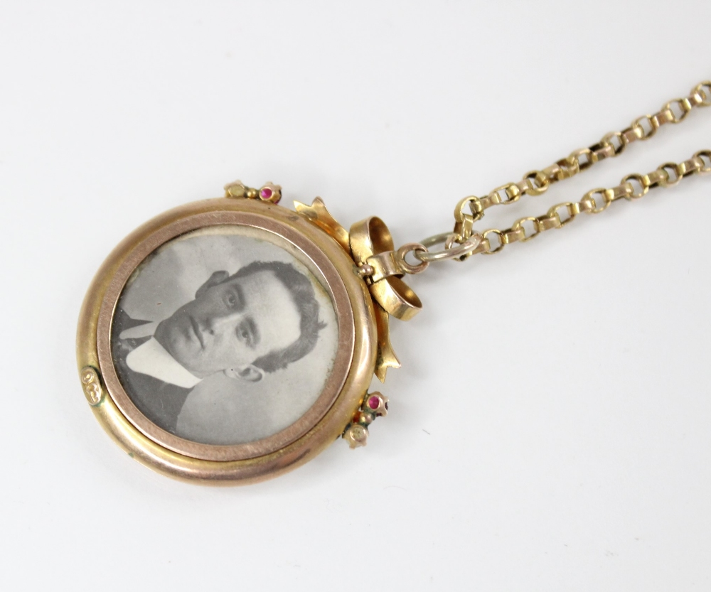 An Edwardian 9ct gold picture pendant, of circular form surmounted by a bow, set with small rubies - Image 3 of 4
