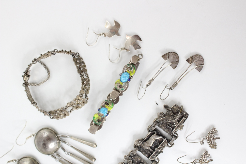 A selection of silver and white metal jewellery, to include an Arts & Crafts enamel bracelet by - Image 3 of 5