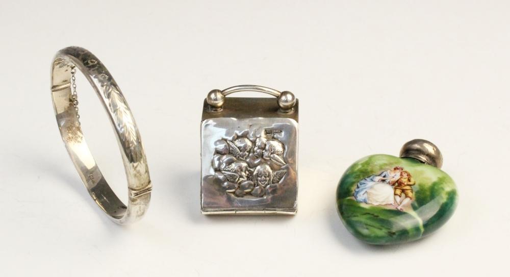 An Edwardian novelty silver thimble box modelled as a coal purdonium by Walker & Hall, Sheffield