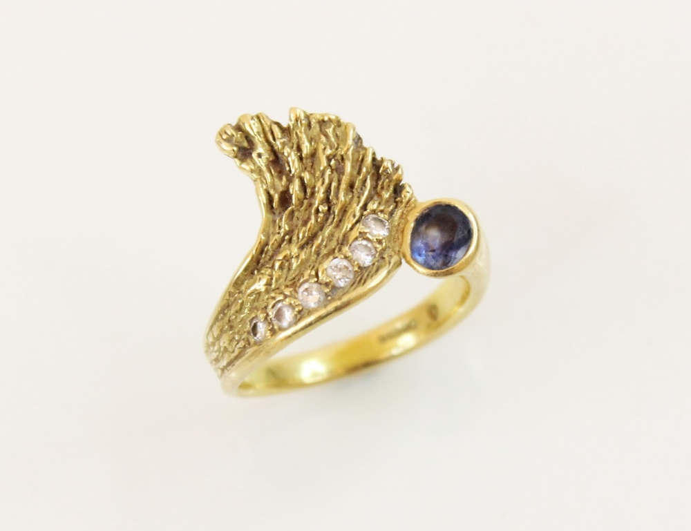 A sapphire and diamond 18ct gold ring, designed as an open wing, set with an oval mixed cut sapphire - Image 2 of 3
