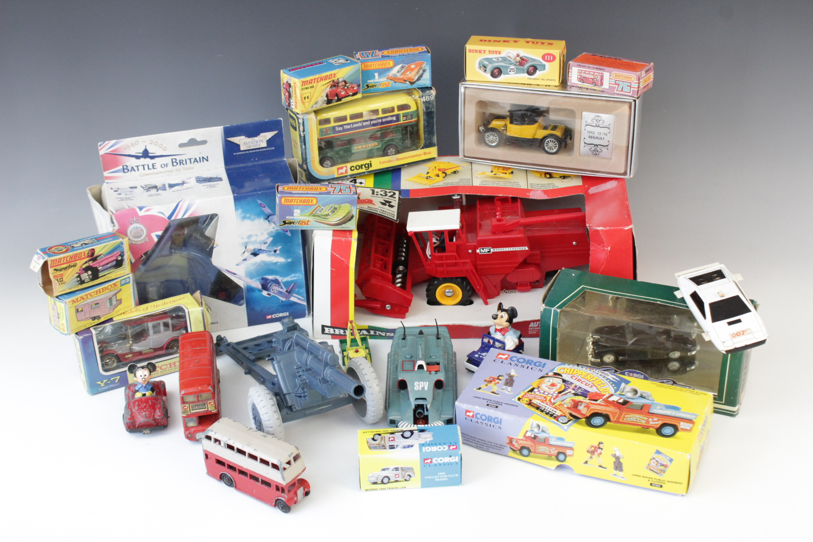 A collection of boxed and un-boxed diecast model vehicles by makers including Corgi, Matchbox