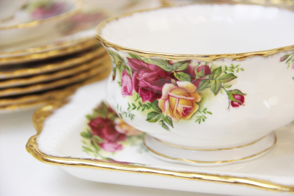 A Royal Albert part service in the 'Old Country Roses' pattern, comprising; seven dinner plates, six - Image 5 of 6