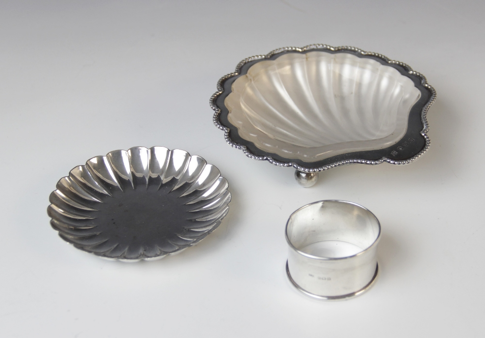 A selection of silver tableware, to include a Victorian cased set of four silver salts by Hilliard & - Image 2 of 2