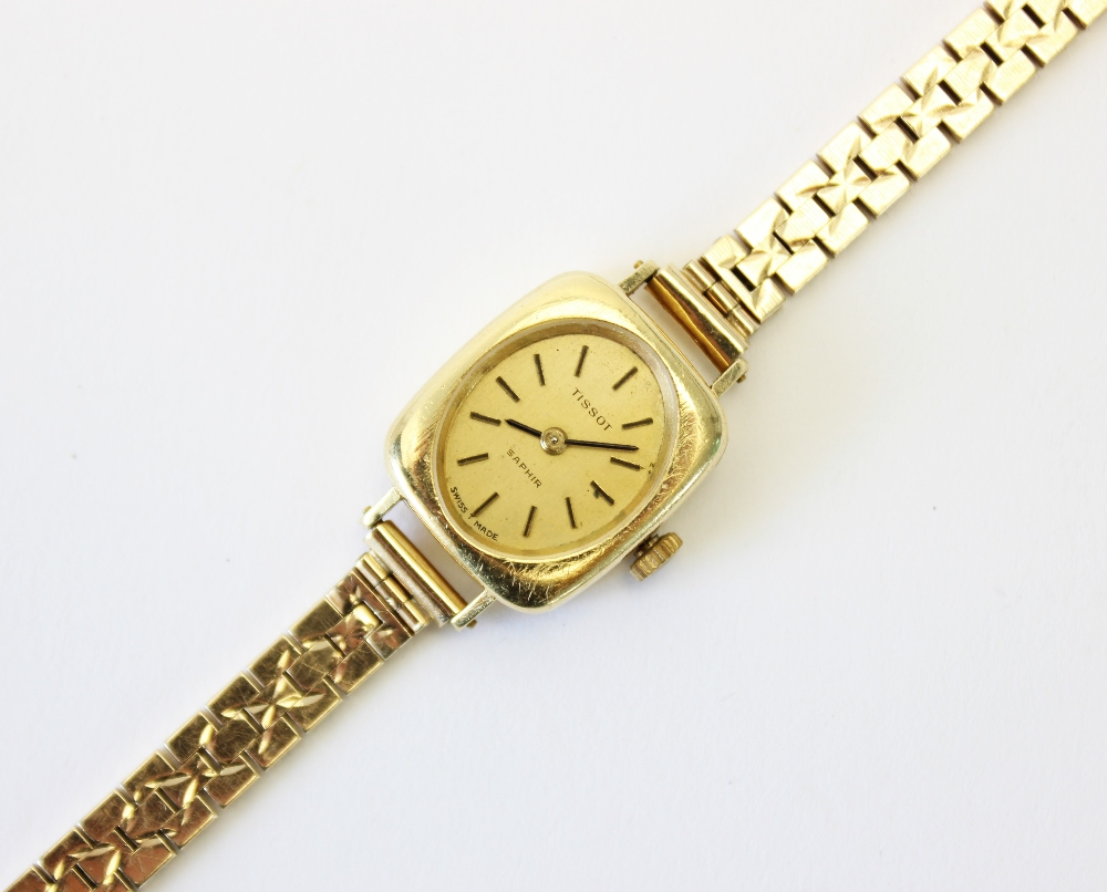 A lady's vintage 18ct gold Tissot Saphir wristwatch, gold toned oval dial with baton markers, set to - Image 3 of 4