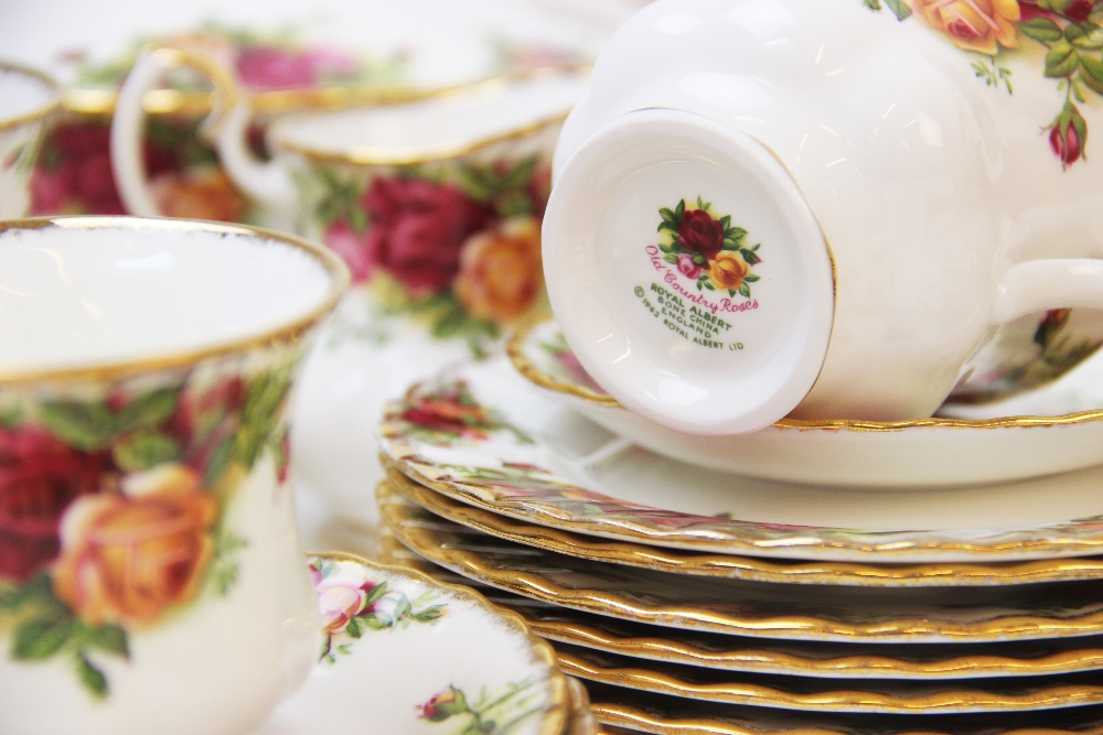 A Royal Albert part service in the 'Old Country Roses' pattern, comprising; seven dinner plates, six - Image 6 of 6