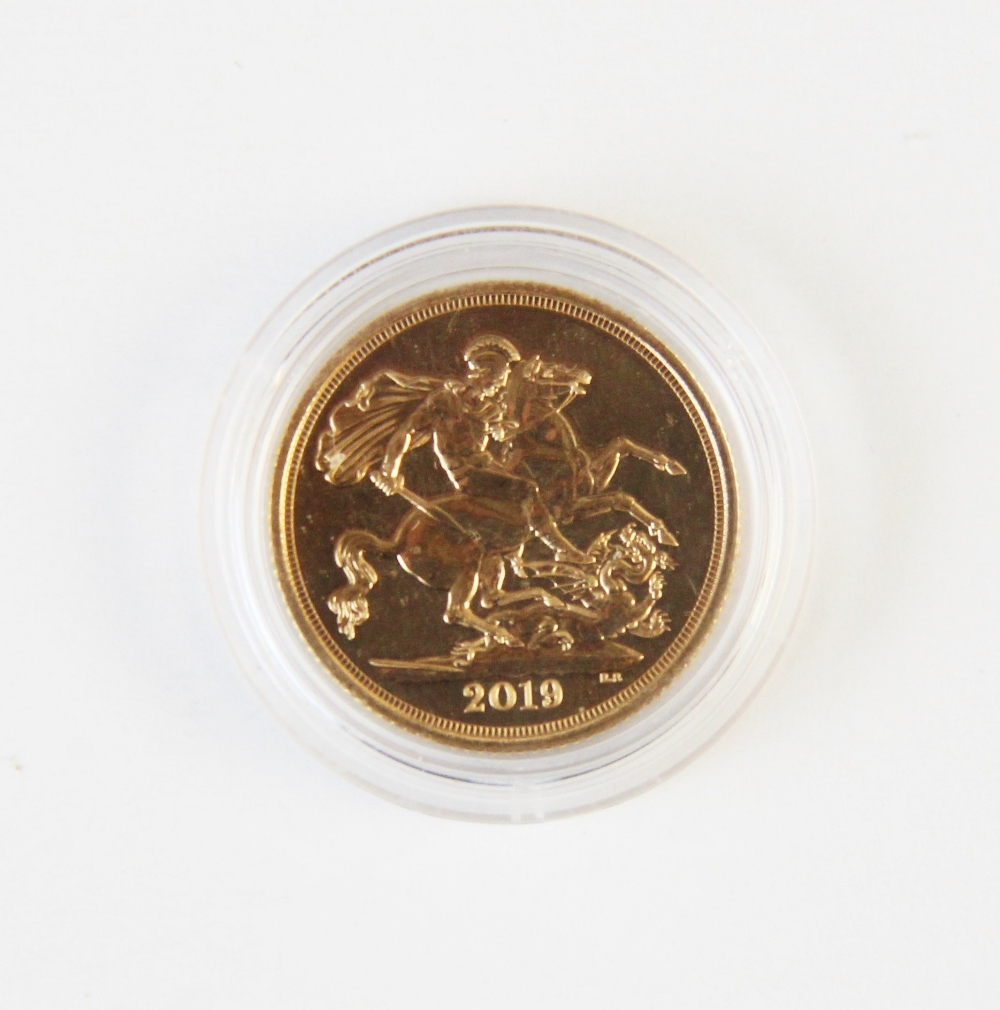 An Elizabeth II sovereign dated 2019, weight 8g - Image 2 of 2