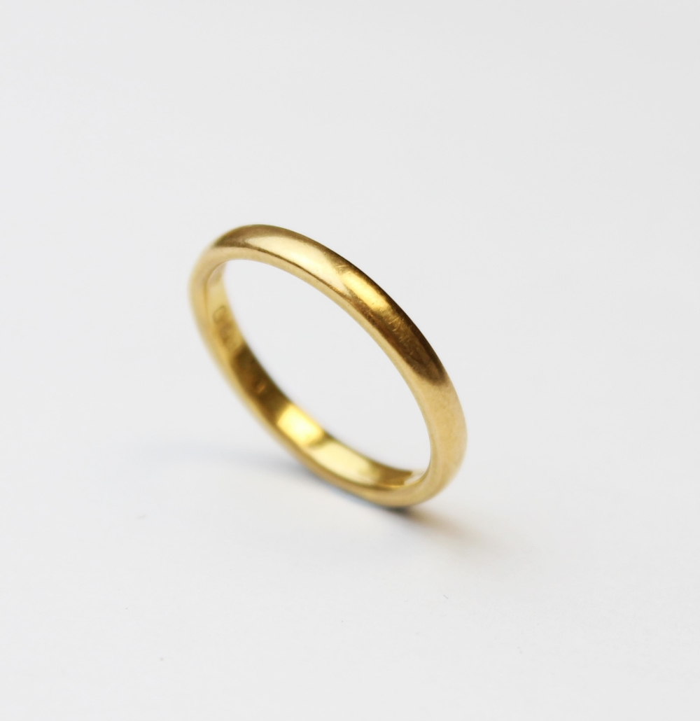 A 22ct gold wedding band, marks for London 1954, ring size M 1/2, weight 3.5gms