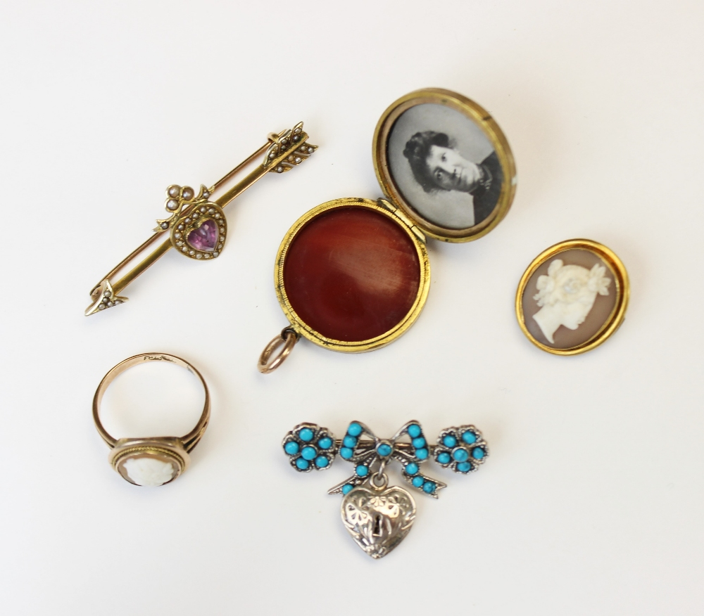 A selection of Victorian and later jewellery, to include an Edwardian 9ct gold amethyst and seed