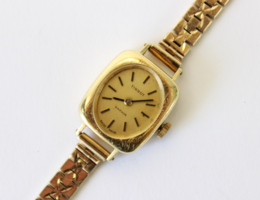 A lady's vintage 18ct gold Tissot Saphir wristwatch, gold toned oval dial with baton markers, set to - Image 4 of 4