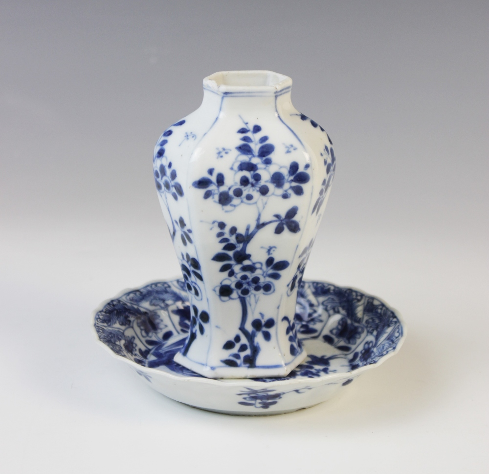 A Chinese porcelain blue and white vase, Kangxi (1661-1722), 12cm high, with a Kangxi blue and white - Image 2 of 10