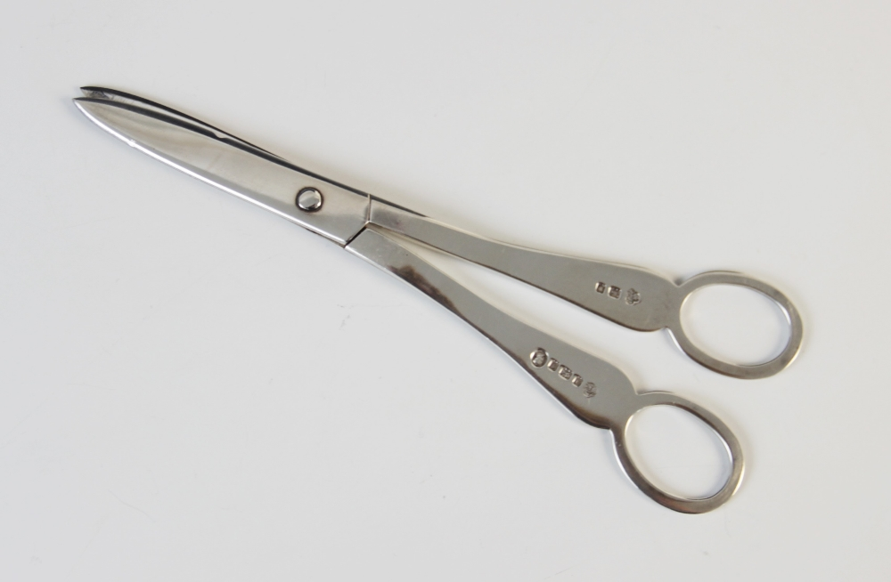 A pair of George V silver grape scissors by Wakely & Wheeler, London 1935, 17cm long, together - Image 2 of 2