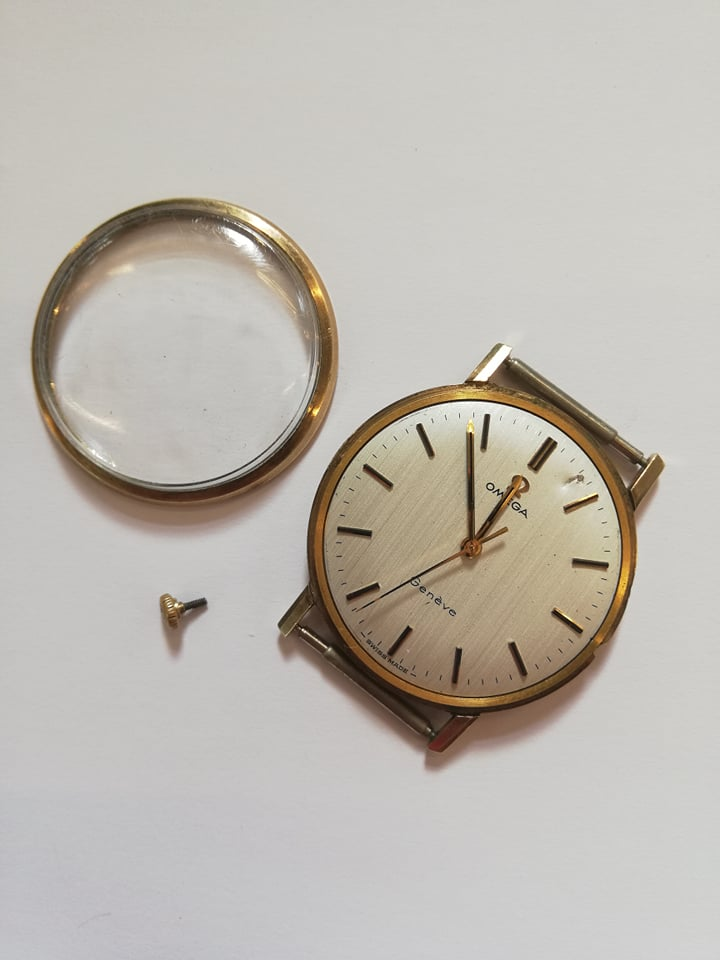 A gentleman's vintage Omega Geneve 9ct gold wristwatch, the round cream dial with baton markers, set - Image 4 of 4