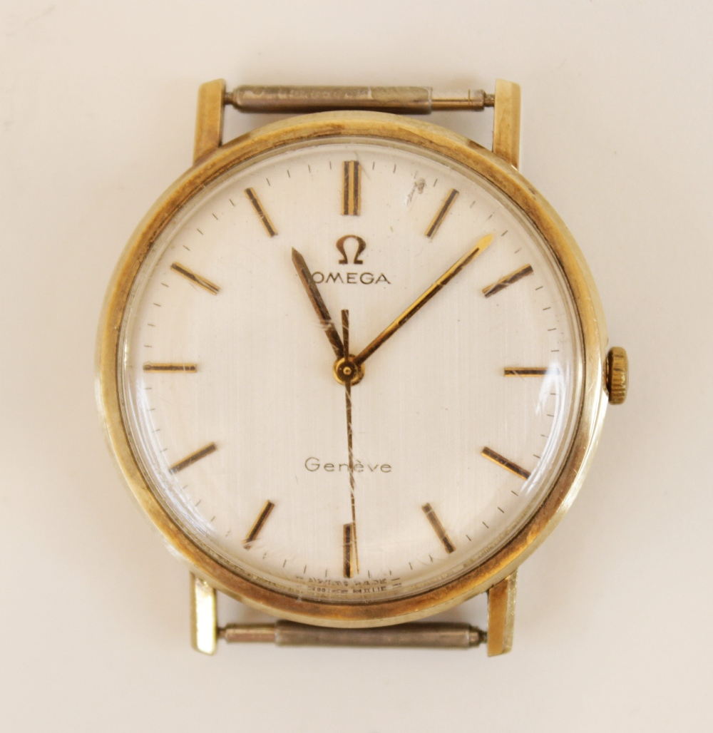 A gentleman's vintage Omega Geneve 9ct gold wristwatch, the round cream dial with baton markers, set - Image 2 of 4