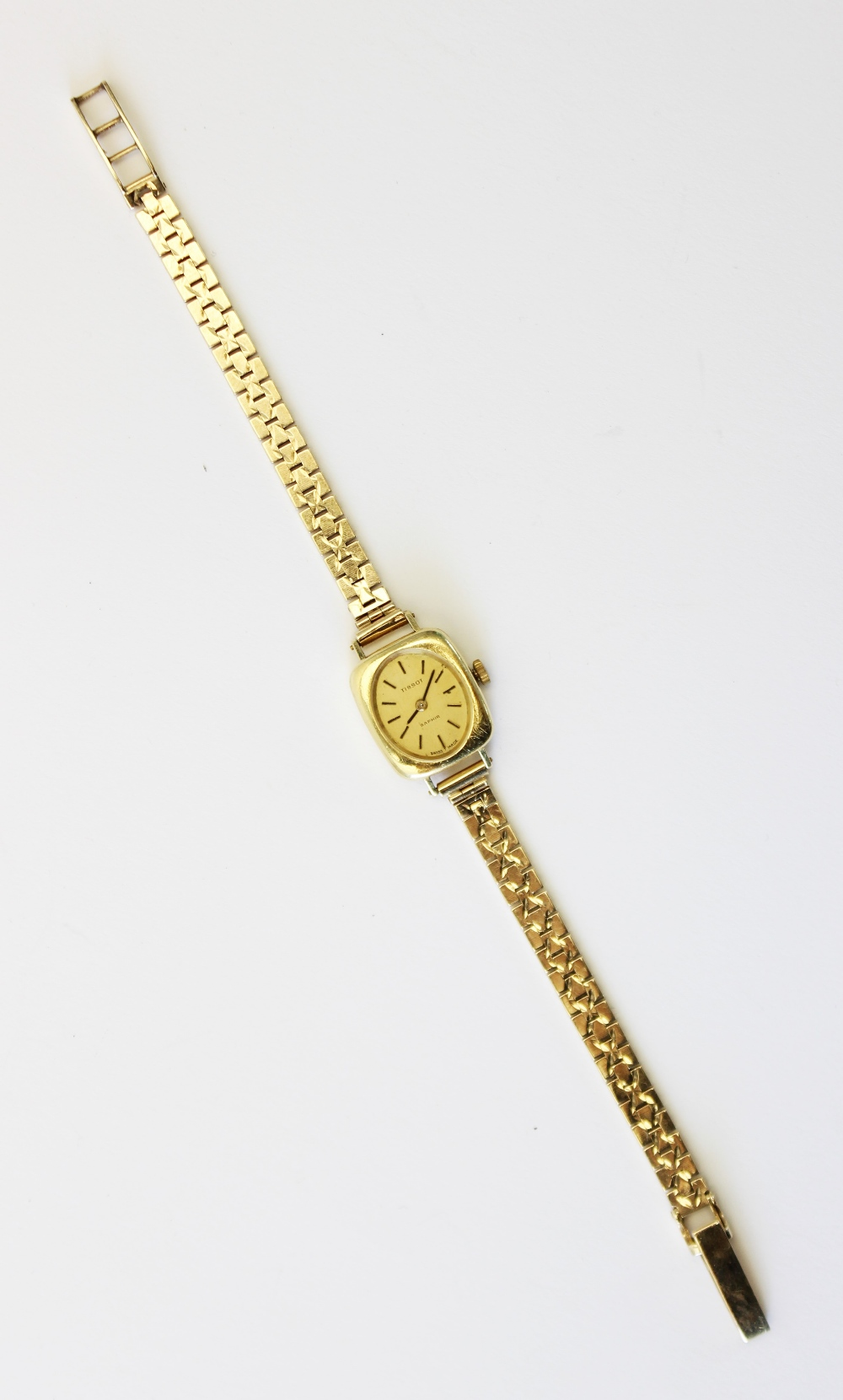 A lady's vintage 18ct gold Tissot Saphir wristwatch, gold toned oval dial with baton markers, set to - Image 2 of 4