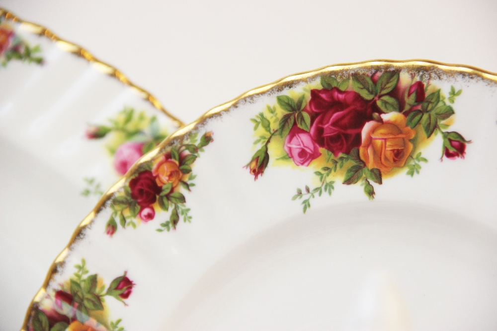 A Royal Albert part service in the 'Old Country Roses' pattern, comprising; seven dinner plates, six - Image 4 of 6