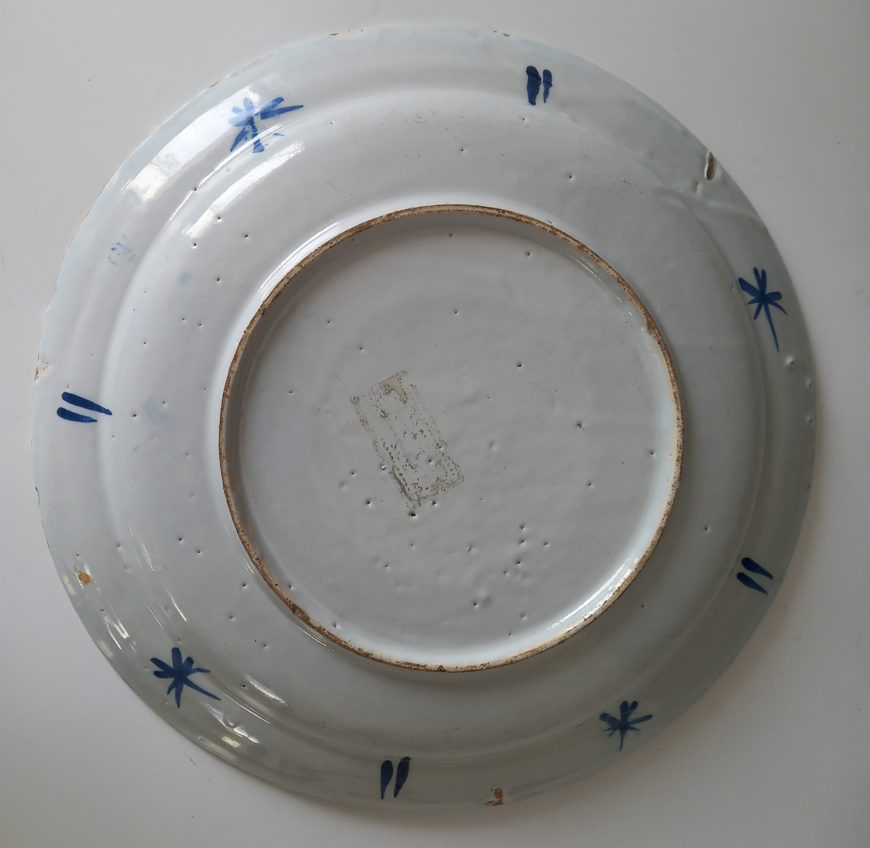 A Delft ware charger, 18th century, the tin glazed earthenware charger of circular form, the central - Image 5 of 5