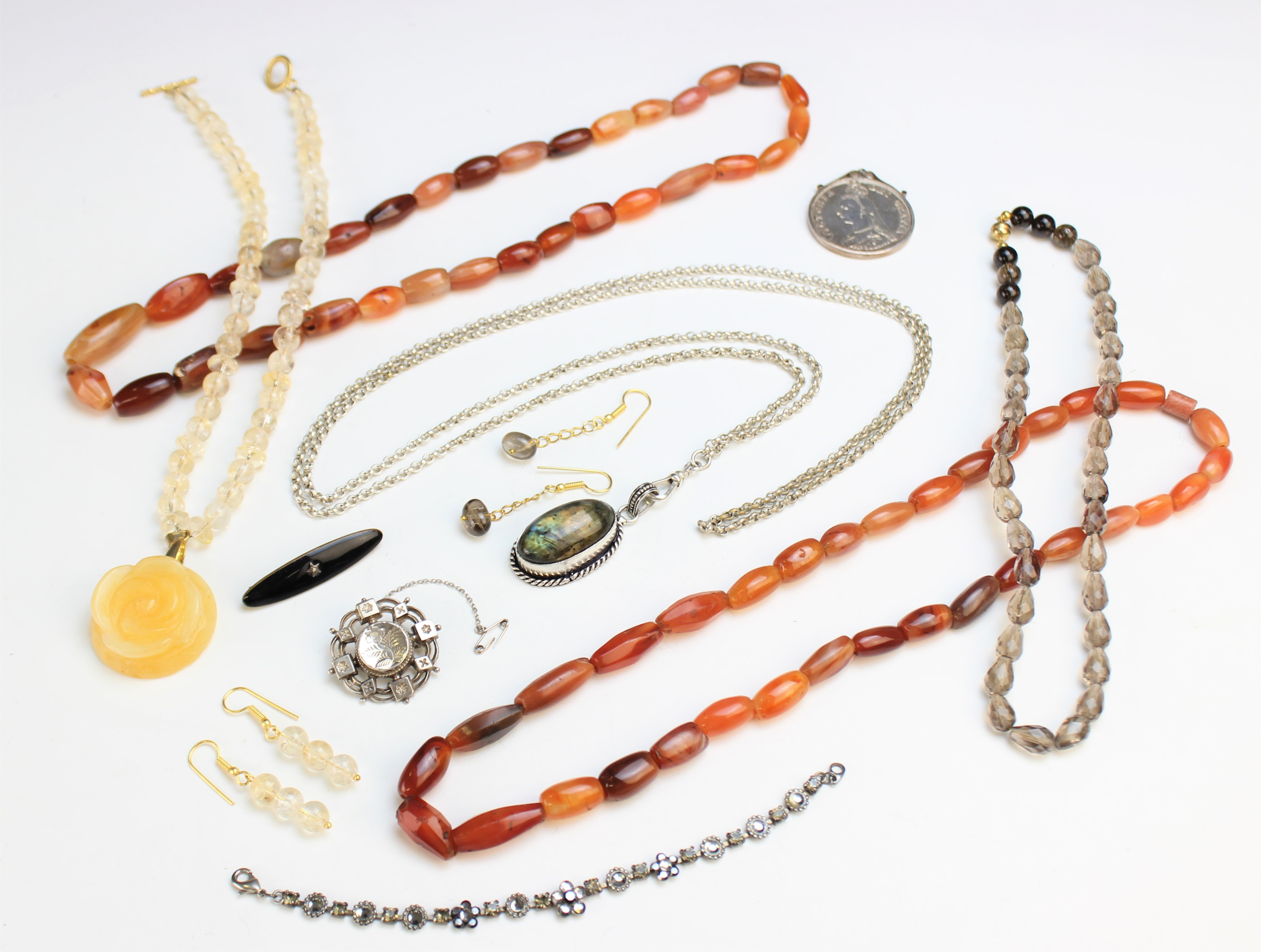 A selection of antique and vintage jewellery, to include a Victorian silver target brooch, marked