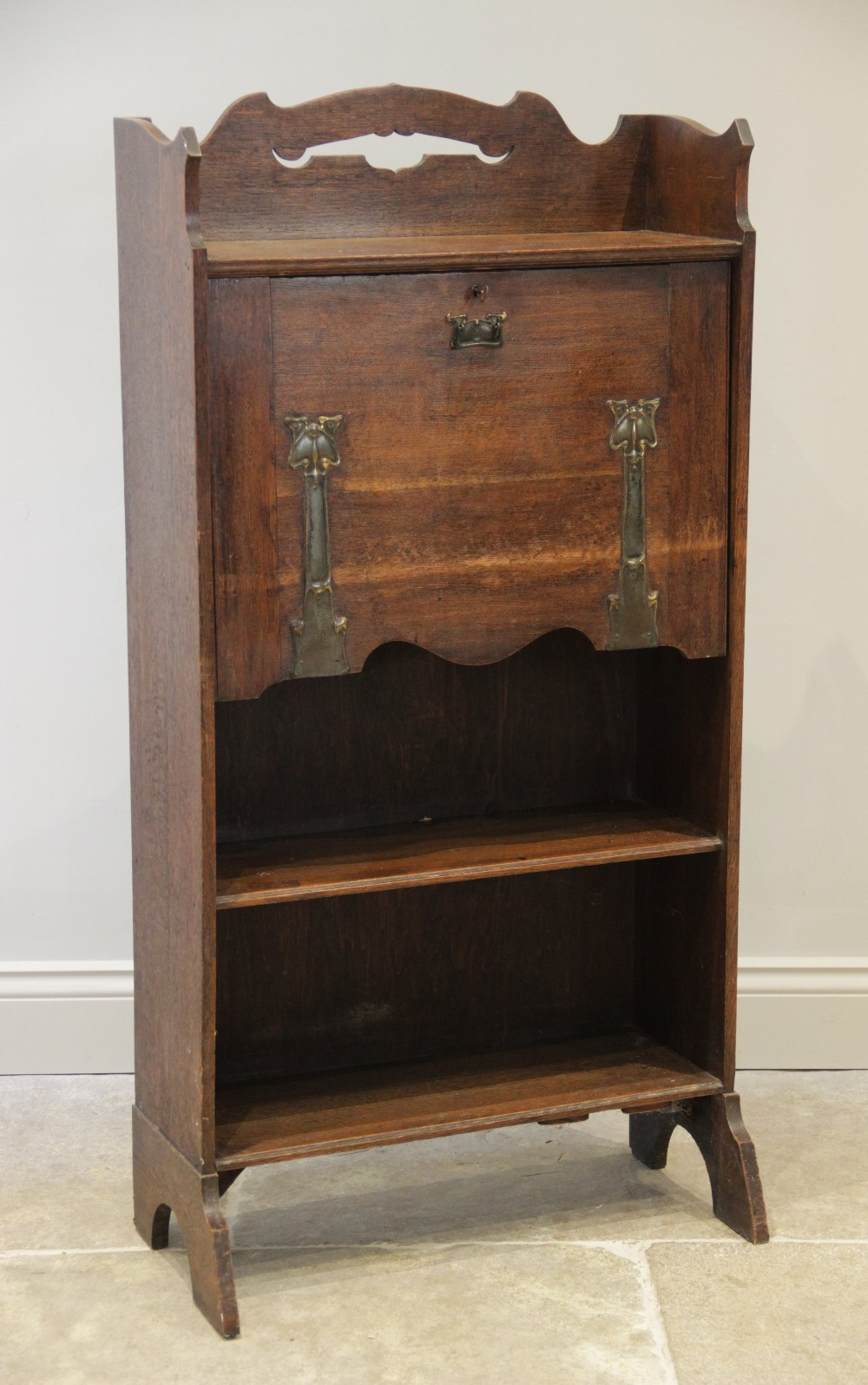 An early 20th century oak Arts and Crafts Glasgow school students bureau, the open work galleried