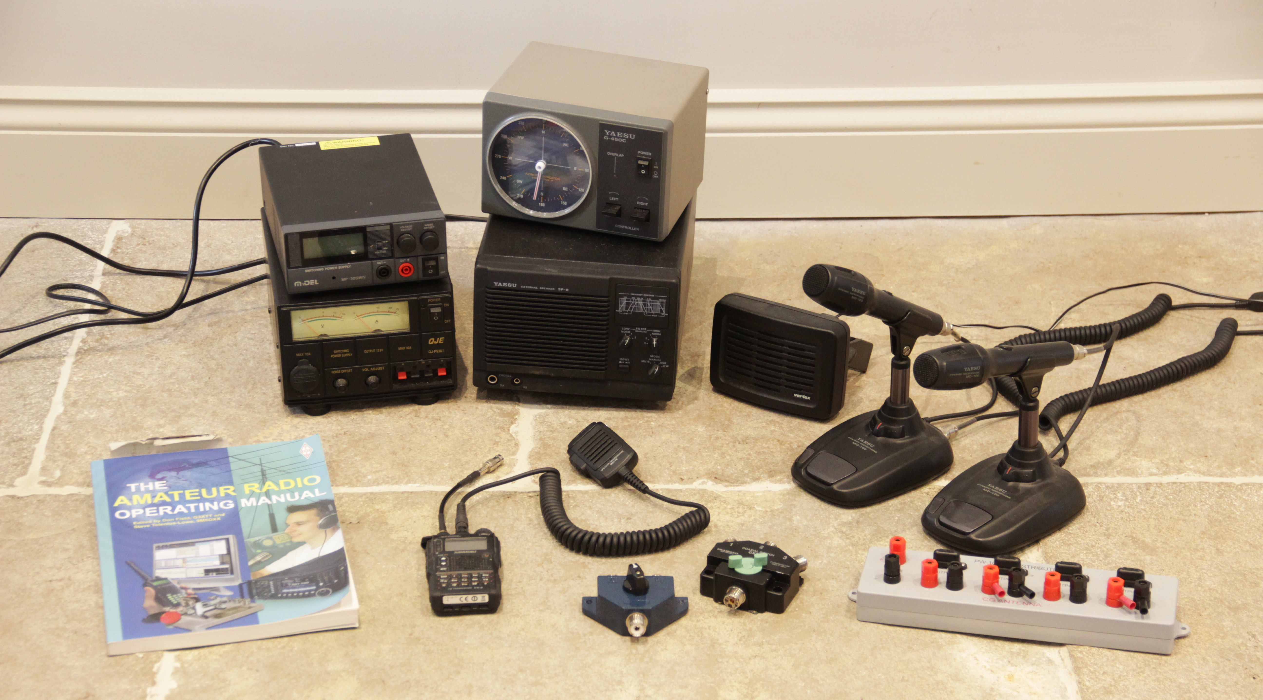 A collection of amateur 'ham' radio equipment, comprising: a Yaesu FTDX 3000 transceiver, an ATU 897 - Image 12 of 13