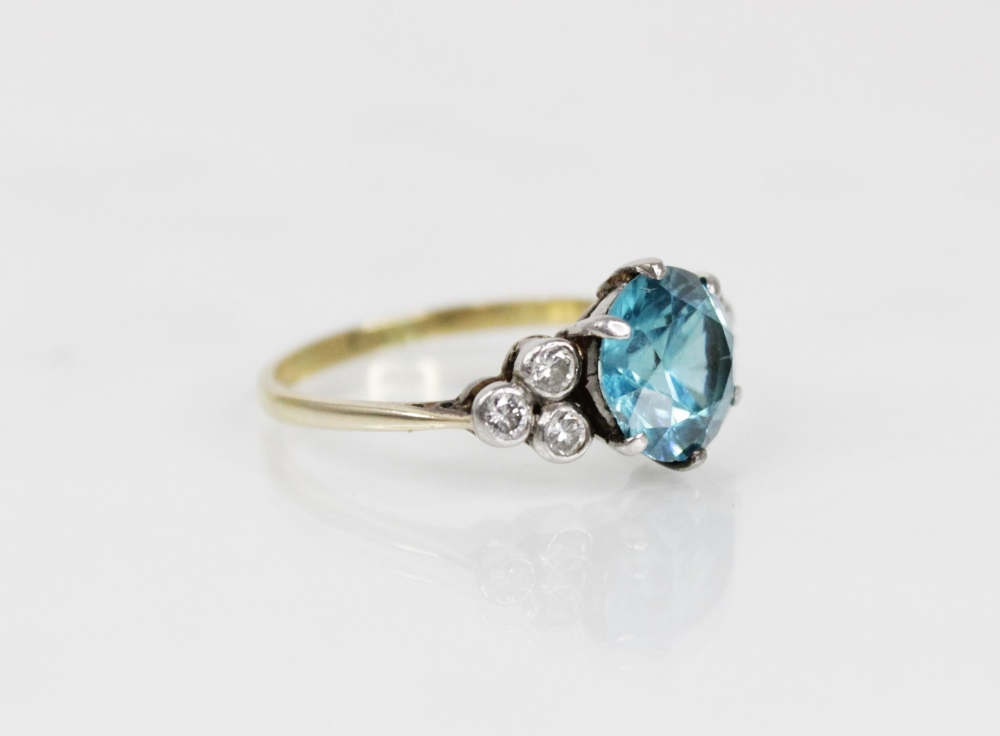 A zircon and diamond ring, the central round mixed cut blue zircon (measuring 8.65mm diameter), - Image 5 of 8
