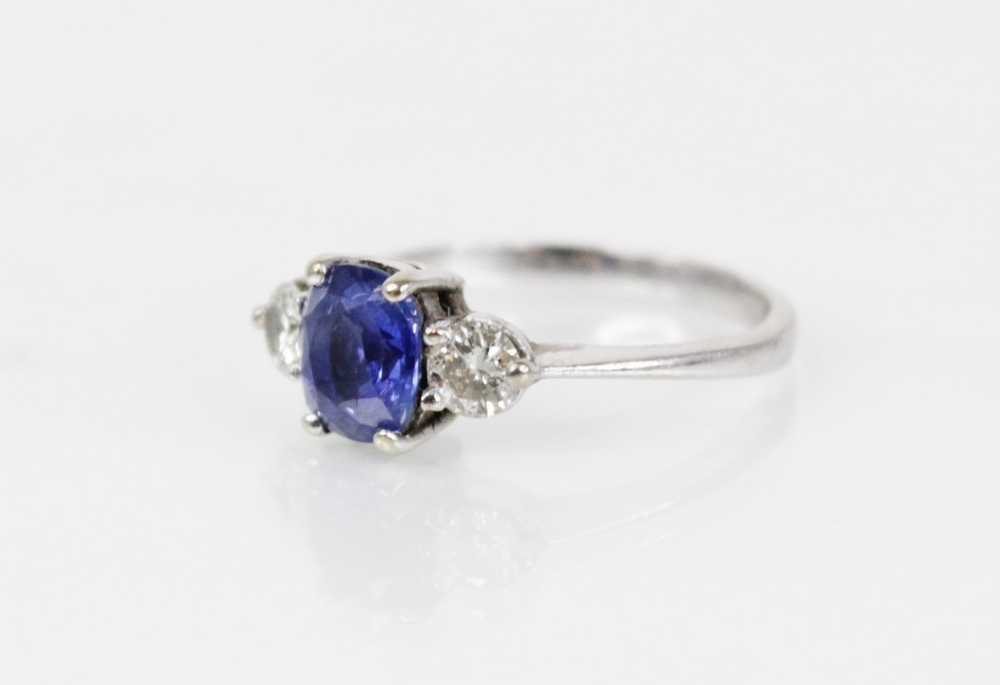 A sapphire and diamond three-stone ring, the (untested) central mixed, cushion cut sapphire ( - Image 4 of 8