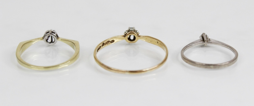 A diamond solitaire ring, the central round brilliant cut diamond (weighing approximately 0.10 - Image 3 of 4