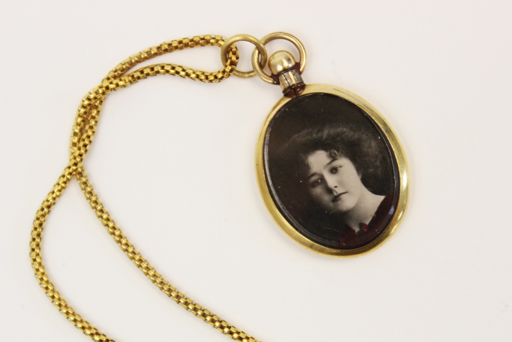 An early 20th century yellow metal box-link chain, with spring ring and loop fastening, applied - Image 5 of 6