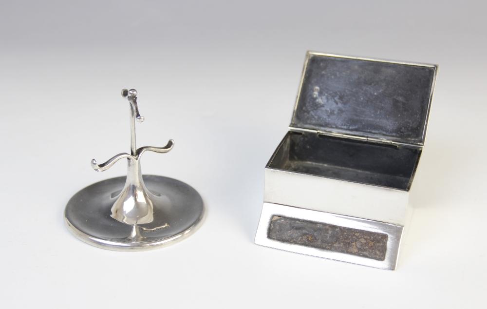 A George V silver table vesta, marks for Birmingham 1912 (maker's mark worn), of rectangular form - Image 2 of 5