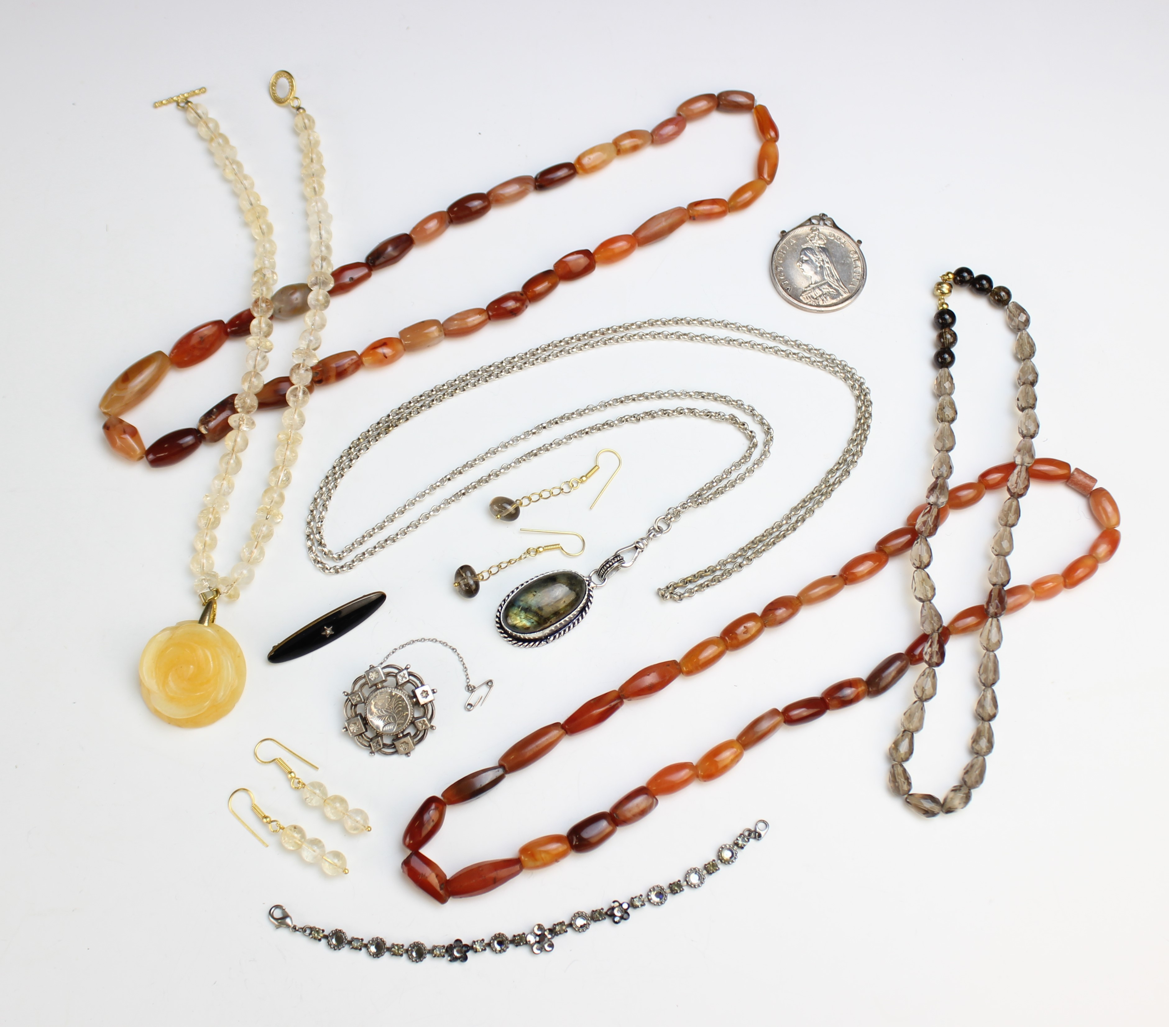A selection of antique and vintage jewellery, to include a Victorian silver target brooch, marked - Image 5 of 5