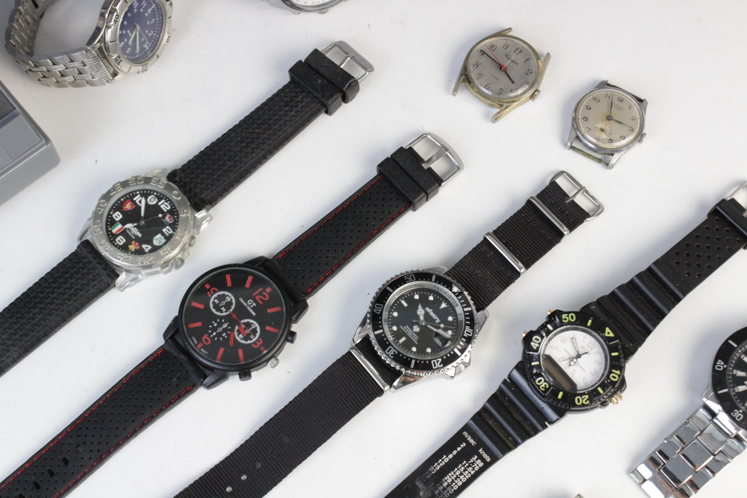 A large collection of vintage and modern dress watches, including a Longines Quartz T1 Timer, a - Image 10 of 11
