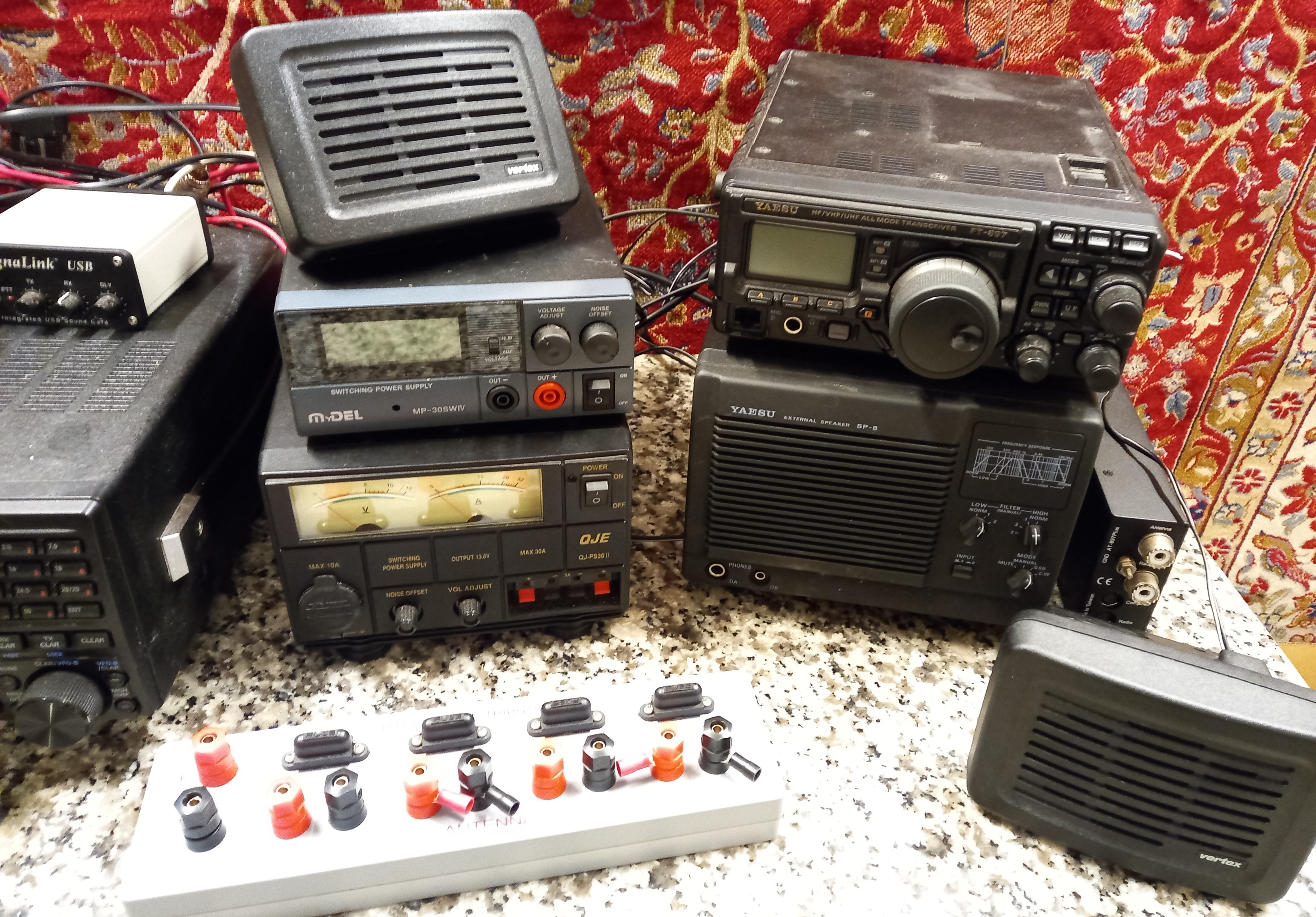 A collection of amateur 'ham' radio equipment, comprising: a Yaesu FTDX 3000 transceiver, an ATU 897 - Image 9 of 13