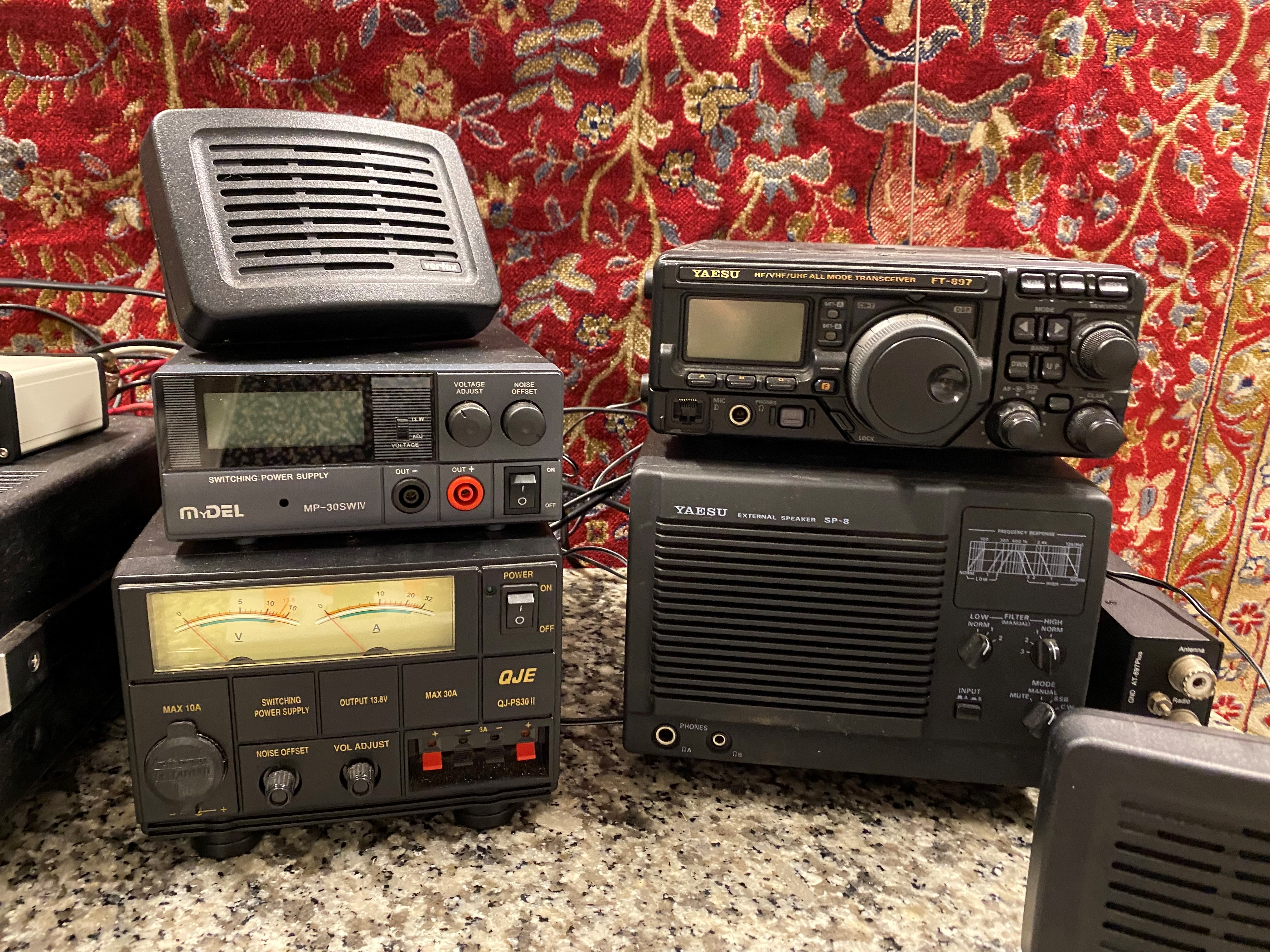 A collection of amateur 'ham' radio equipment, comprising: a Yaesu FTDX 3000 transceiver, an ATU 897 - Image 6 of 13
