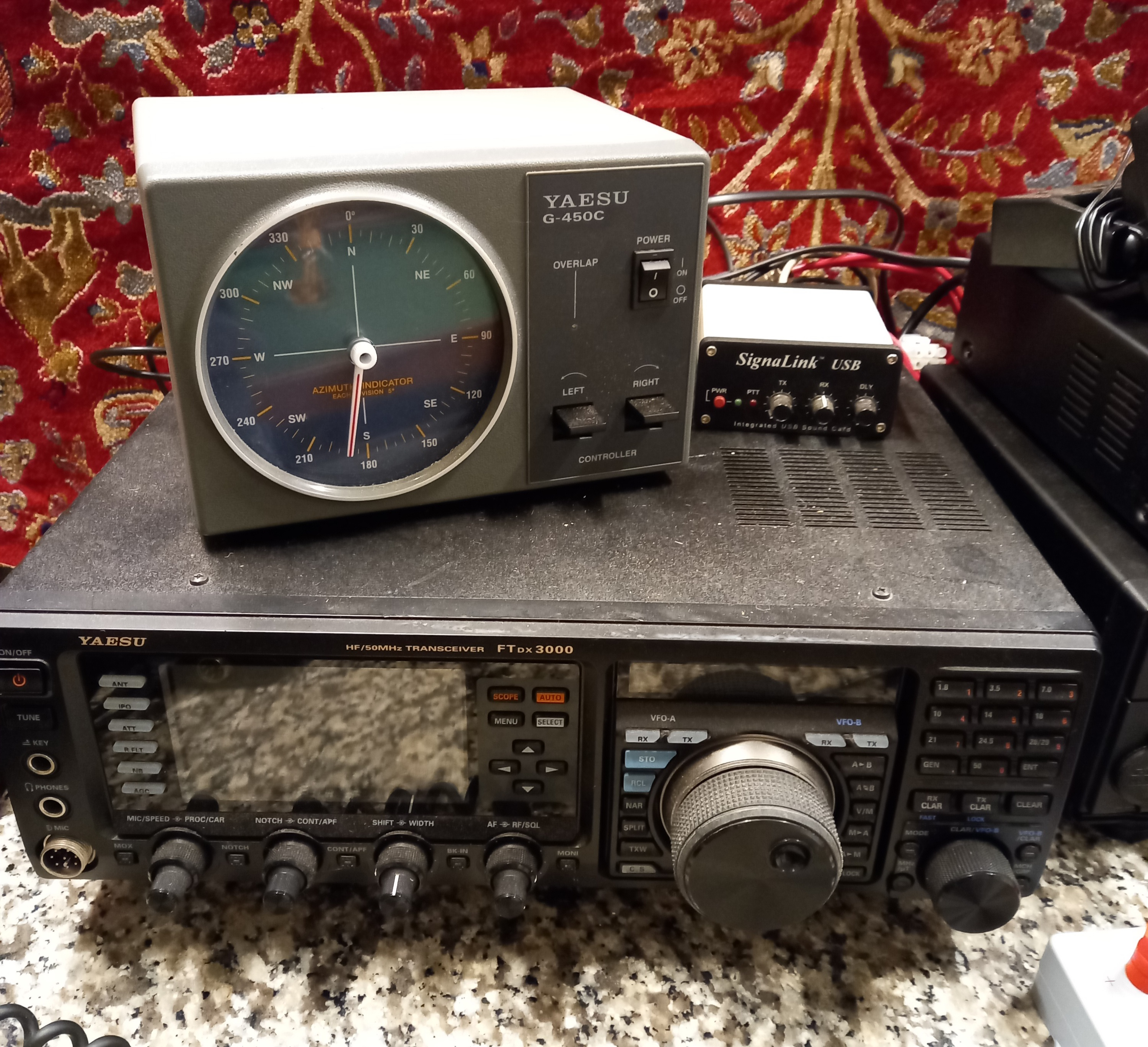 A collection of amateur 'ham' radio equipment, comprising: a Yaesu FTDX 3000 transceiver, an ATU 897 - Image 8 of 13