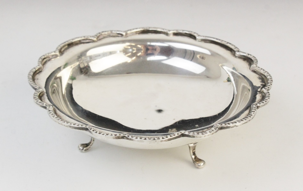 A Victorian silver card tray by George John Richards, London 1848, of circular form with cast rim - Image 2 of 5