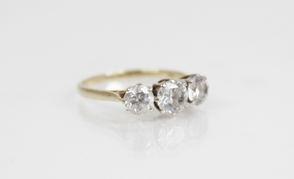 A diamond solitaire ring, the central round brilliant cut diamond (weighing between 0.20 - 0.25 - Image 3 of 4