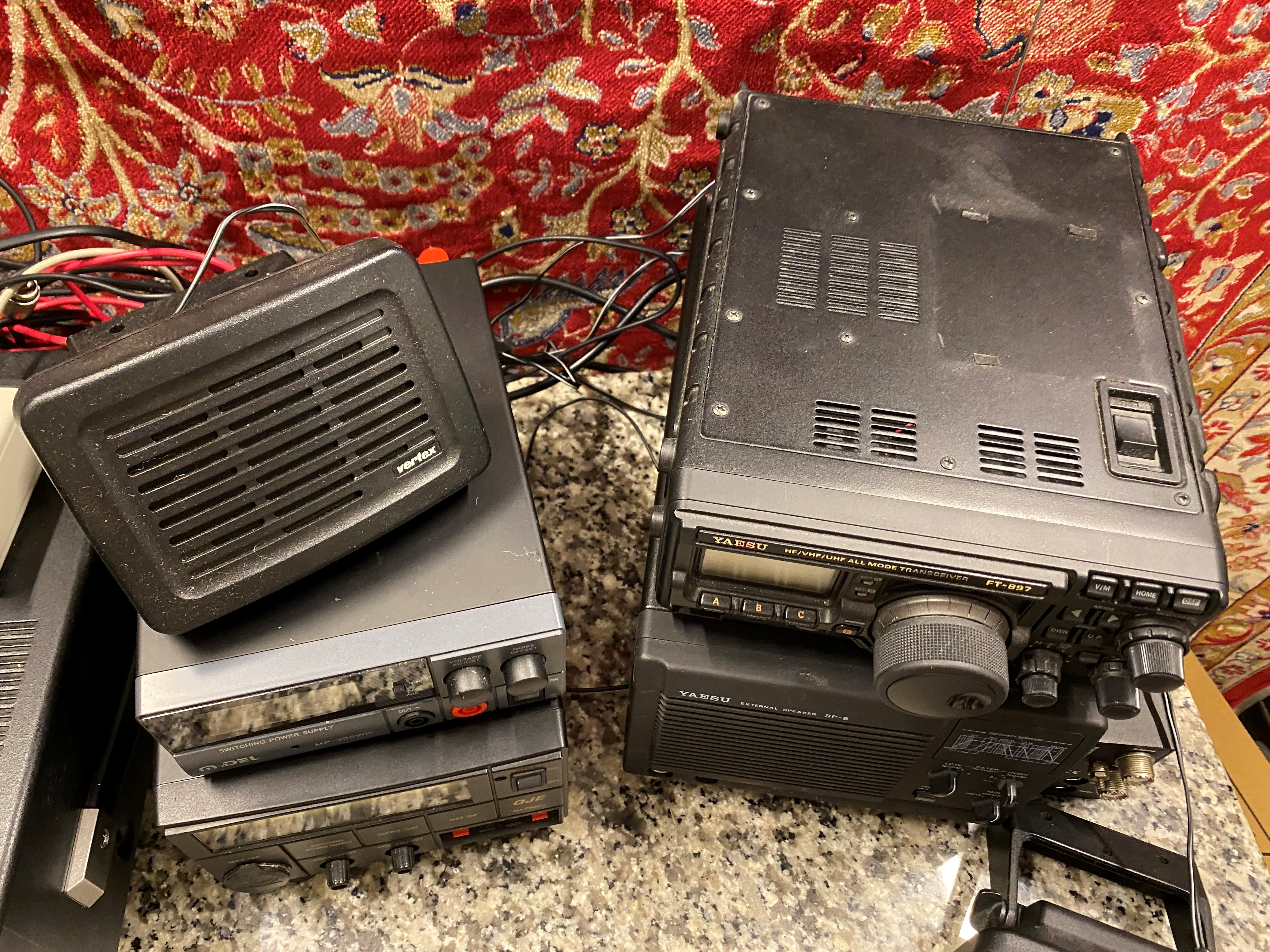 A collection of amateur 'ham' radio equipment, comprising: a Yaesu FTDX 3000 transceiver, an ATU 897 - Image 7 of 13