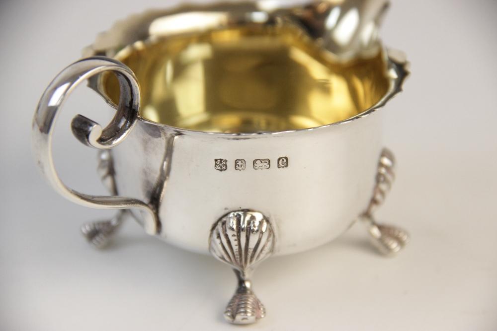 An Edwardian silver sugar bowl and milk jug by J Sherwood & Sons, Birmingham 1904, each of - Image 2 of 3
