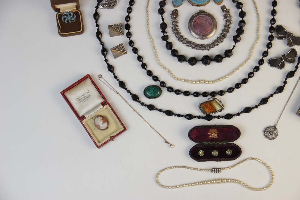A selection of Victorian and later jewellery, accessories and jewellery boxes, to include a pearl - Image 2 of 3