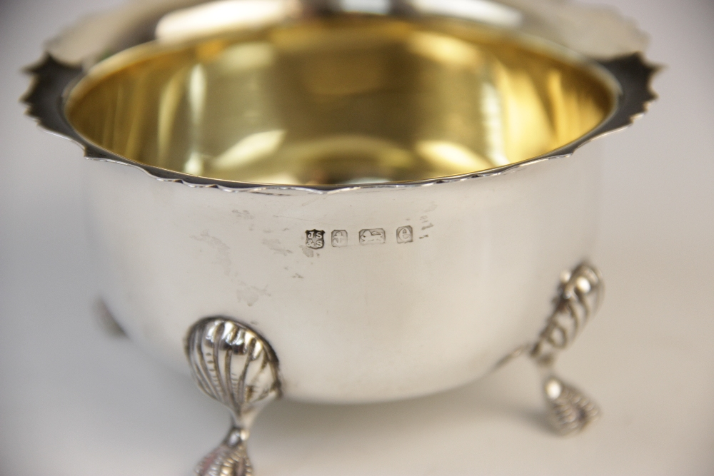 An Edwardian silver sugar bowl and milk jug by J Sherwood & Sons, Birmingham 1904, each of - Image 3 of 3