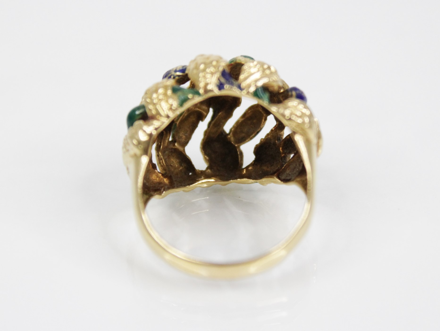 An 18ct gold enamelled 'bombe' ring, the openwork woven design head with textured engraving and blue - Image 4 of 4