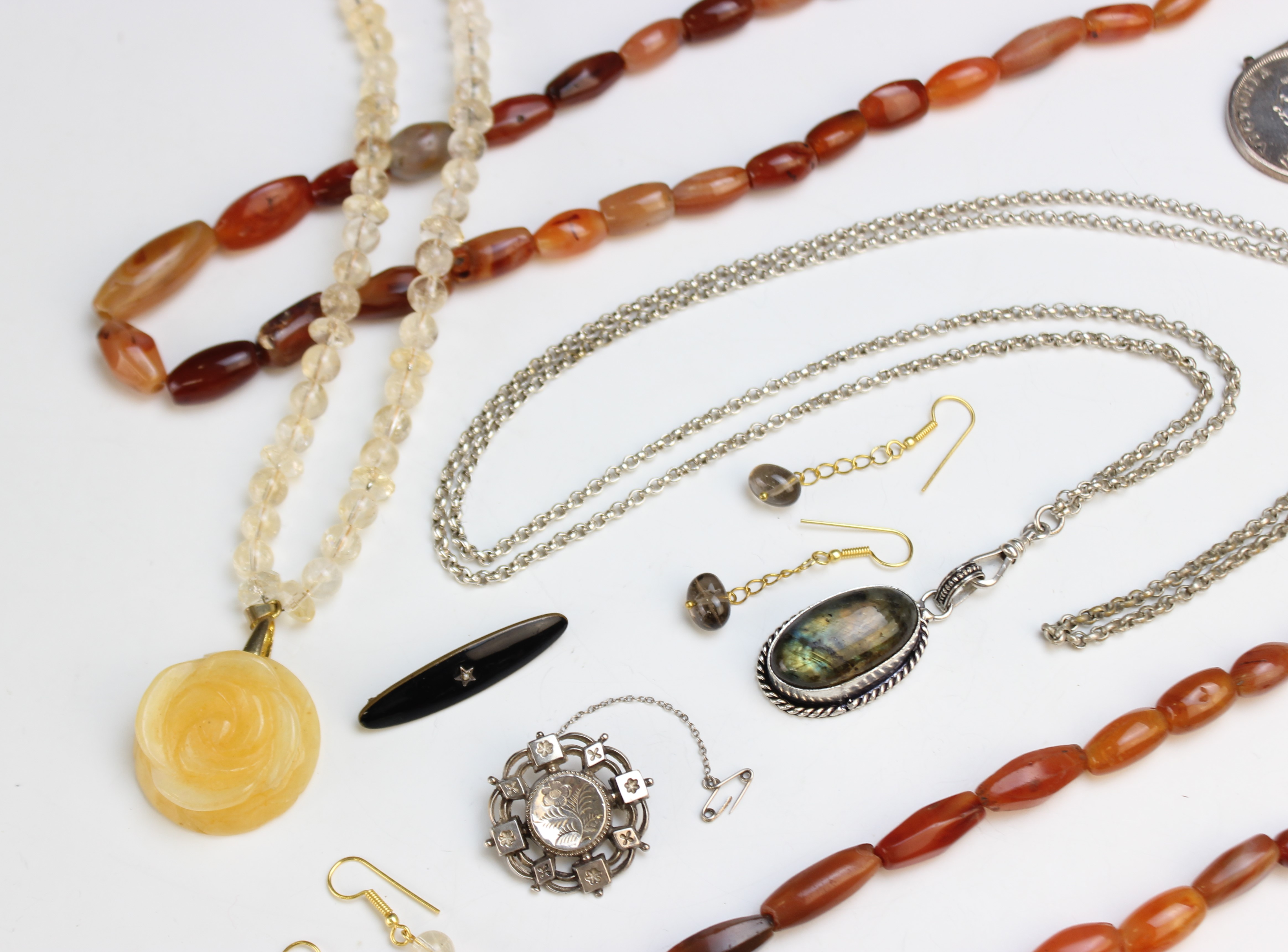 A selection of antique and vintage jewellery, to include a Victorian silver target brooch, marked - Image 3 of 5