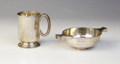 A George I silver porringer, S Blanckensee & Sons Ltd, Birmingham 1926, 13.3cm wide, together with a