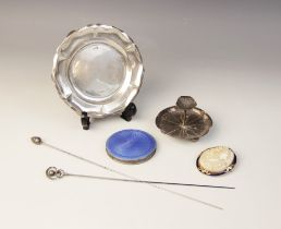 A selection of silver dressing tableware and accessories, to include; a silver jewellery dish in the